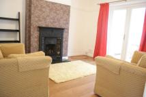 4 bed Town House to rent in Roberts Avenue...