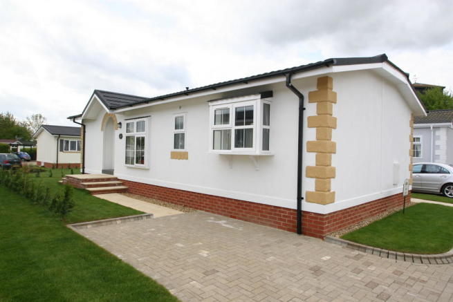 2 bedroom mobile home for sale in takeley park hatfield broadoaks road takeley cm22. Black Bedroom Furniture Sets. Home Design Ideas