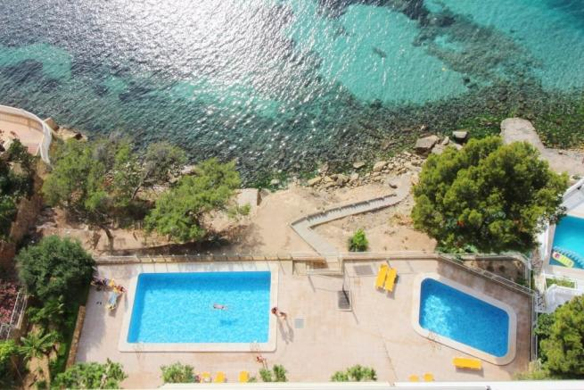 Pools & sea access