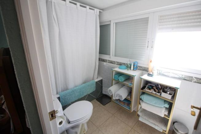 Bathroom (duplex)