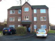 2 bed Flat to rent in Nutfield Court...