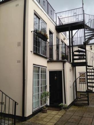 Courtyard and staircase to flat