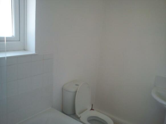 Main Bathroom Big & Light