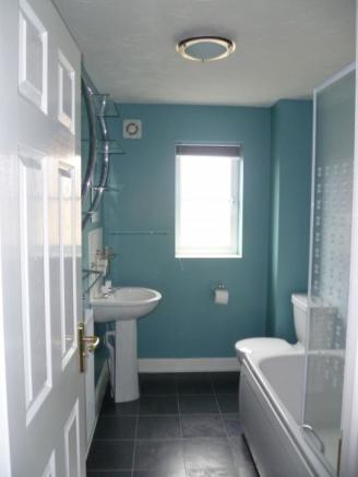Family bathroom (1st floor)