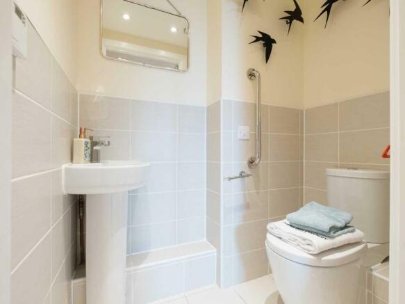 lysander_house_ickenham_curtis_shower_room_01.jpg