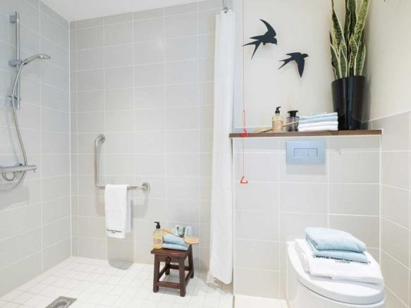 lysander_house_ickenham_curtis_shower_room_03.jpg