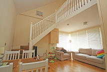 2 bedroom Maisonette to rent in Aylmer Road, Leytonstone...