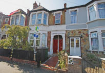 Flat to rent in JAMES LANE, Leyton, E10
