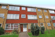 Flat to rent in Hainault Road...