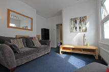 2 bed Flat to rent in Newport Road, Leyton, E10