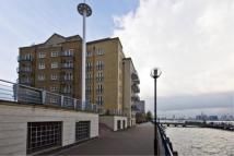 2 bedroom Apartment in Millenium Drive, London...