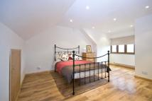 3 bedroom Apartment in Woodford New Road, E17