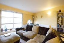 Apartment to rent in Cascades Tower, E14