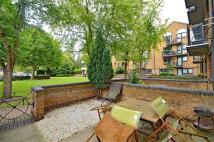 2 bedroom Flat to rent in Undine Road, E14