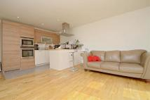 2 bed Penthouse to rent in Queen Mary's Avenue, E18
