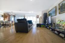 Flat to rent in St. Davids Square, E14