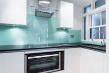 1 bed Flat to rent in Cornwall Gardens, SW7