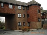 1 bed Flat to rent in 14 Maple Leaf Close...