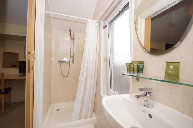 En Suite Bedroom 6