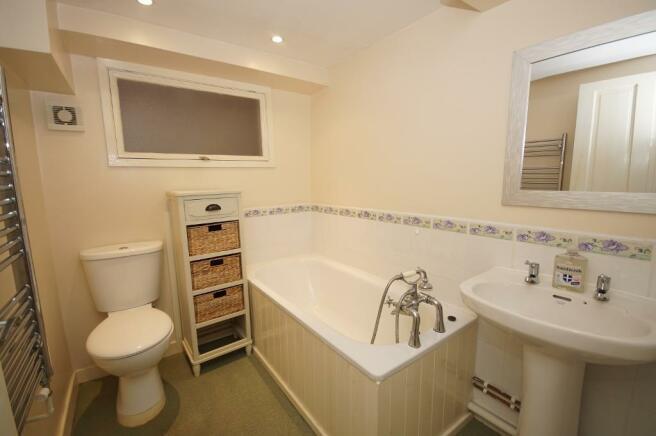 Lwr Grd Bathroom