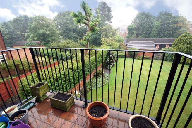 Balcony & Gardens