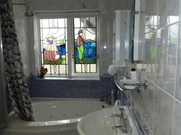 En Suite Bathroom/W.