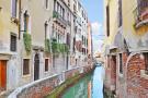 Apartment for sale in Veneto, Venezia...