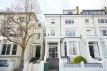 Flat to rent in Belsize Avenue, London...