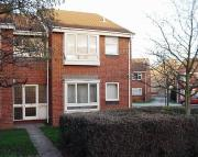 Flat to rent in Hurn Way...