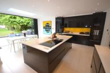6 bed Detached house for sale in Oakleigh Avenue, London...