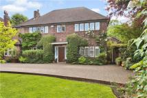 4 bedroom Detached home in Marsh Lane, Mill Hill...