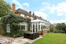 4 bed Link Detached House in South Lodge Crescent...