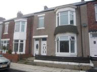 Flat to rent in Fairles Street...