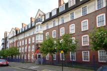 Flat to rent in Sylvester Road, Hackney...