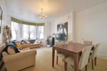 Flat to rent in Lyncroft Gardens...