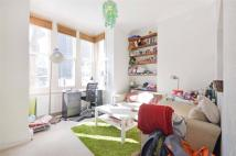 Flat to rent in Victoria Road, Kilburn...