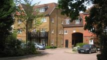 Apartment to rent in Copthorne Common Road...