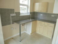 Ground Flat to rent in Winstanley Road...