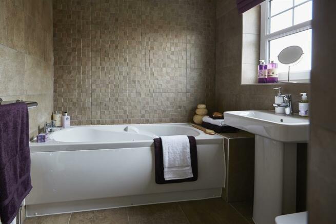 tw_man_albion_lock_sandbach_pd32_aldenham_bathroom