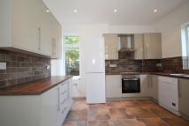 2 bedroom Ground Flat to rent in Sylvan Avenue, Mill Hill...