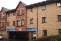 2 bed Flat to rent in Strathleven Pl...