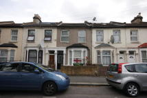 Ground Flat to rent in Buckland Road, London...