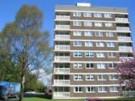 Flat to rent in St. Andrews Crescent...