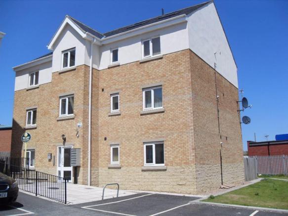 2 bedroom ground floor flat to rent Lemans Drive,Staincliffe,Dewsbury,WF13