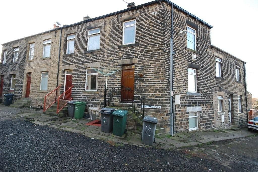 Studio flat to rent Upper Bank Street,Dewsbury,WF12