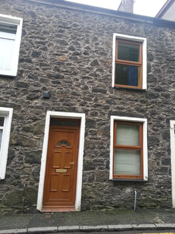 3 bedroom terraced house to rent North Street,Pwllheli,LL53
