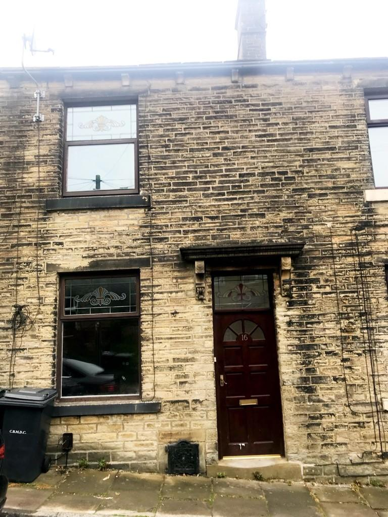 2 bedroom terraced house to rent South Street, BD13