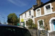 Mill Hill Road Flat to rent