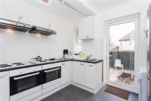 Studio flat to rent in Taylors Green, Acton