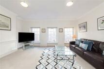 2 bedroom Flat to rent in Neal Street...